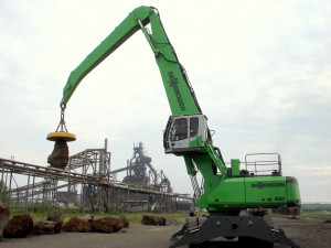 The new 860 is designed to out-reach and out-lift similar machines in this size range and is available with numerous boom and stick configurations.