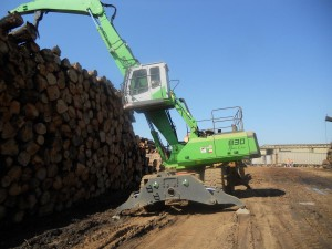 Visibility of the pile with the high rise cab on the 830 M-T gives Ward Timber the opportunity to stack higher safely.