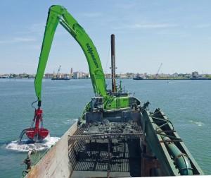SENNEBOGEN_880_ Ship_mounted