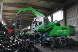 Wolf Entsorgung in Straubing, Germany, deployed a new SENNEBOGEN 818 M E-Series as a compact solution for the sorting and loading of all recycling materials.