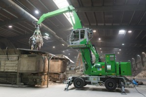 SENNEBOGEN's new 821 Mobile Electric material handler combines an energy-saving electric drive with extreme flexibility and mobility. A diesel Powerpack in the rear ballast supplies power to the electric motor when the 821 is disengaged from its electrical cable to travel independently.