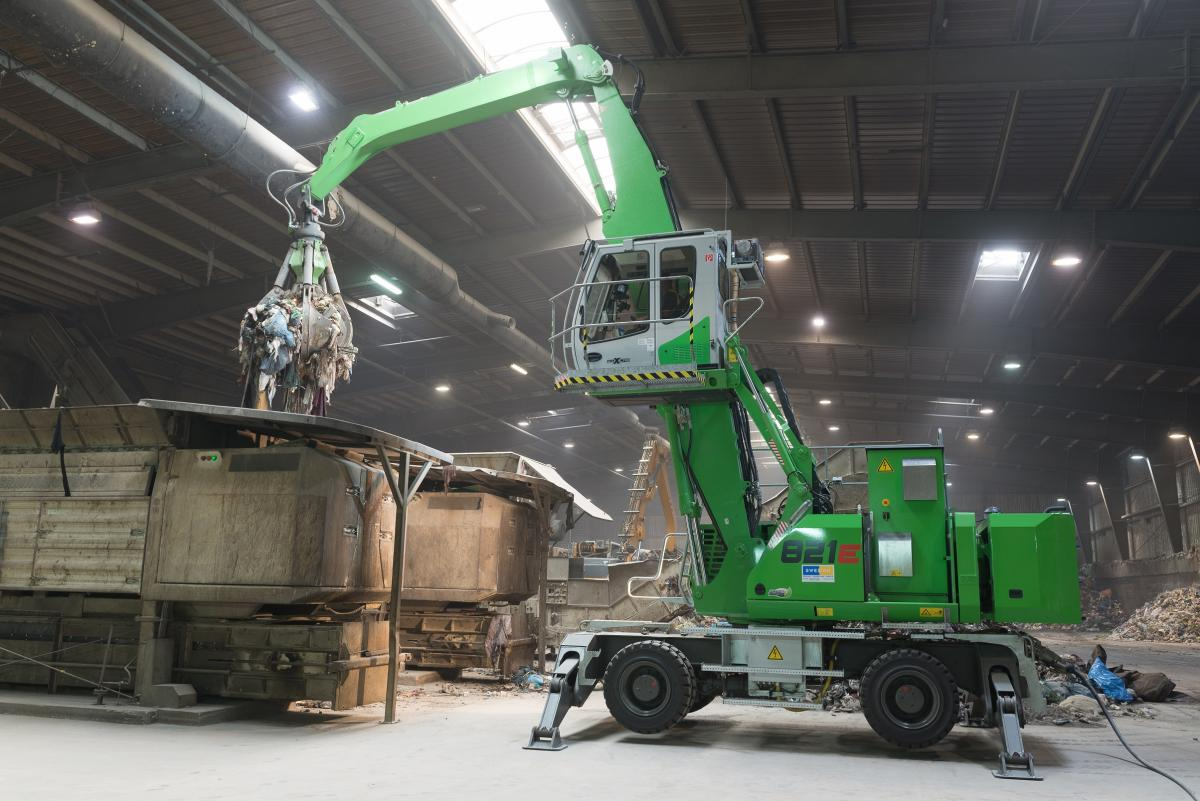 Electric Material Handler With Guaranteed Mobility – A SENNEBOGEN 821 M With An Integrated Powerpack