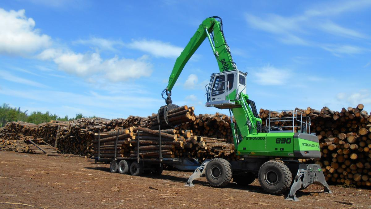 "Elmsdale Lumber Team ""Buys In"" To The Pulling Power Of SENNEBOGEN Log Handler"