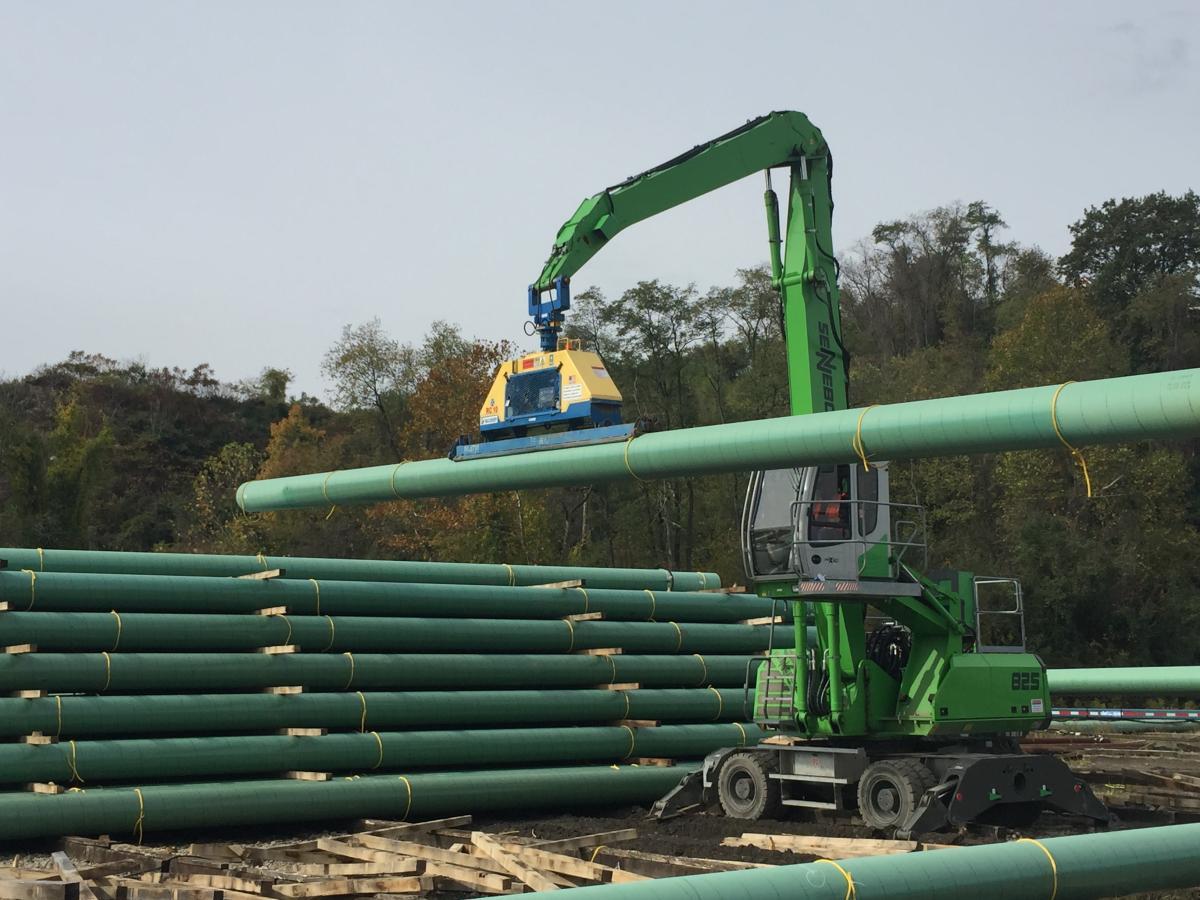 Pe Ben Chooses SENNEBOGEN 825 M For Specialized Pipe Yard Duty