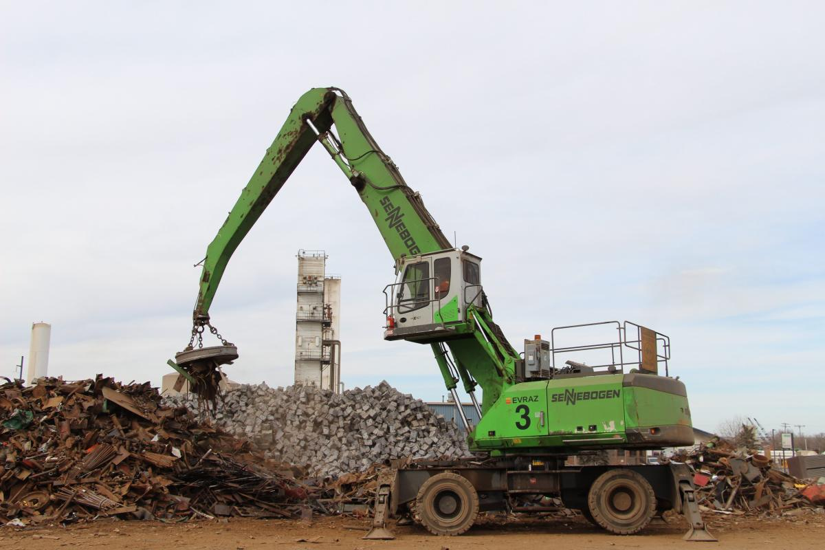 SENNEBOGEN Material Handlers Keep Up To The Hectic Pace At Regina Steel Mill
