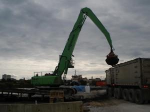 SENNEBOGEN 840 Offload Barges