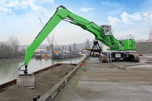 Waste Management opted to power its new SENNEBOGEN 875 R-RD with an electric drive so environmental risks to Seattle's Lower Duwamish Waterway would be minimized.