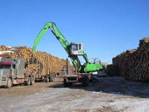 The SENNEBOGEN 830 M-T can handle 1.5 cords of wood in one scoop, so unloading up to 100 trucks a day is 50% faster.
