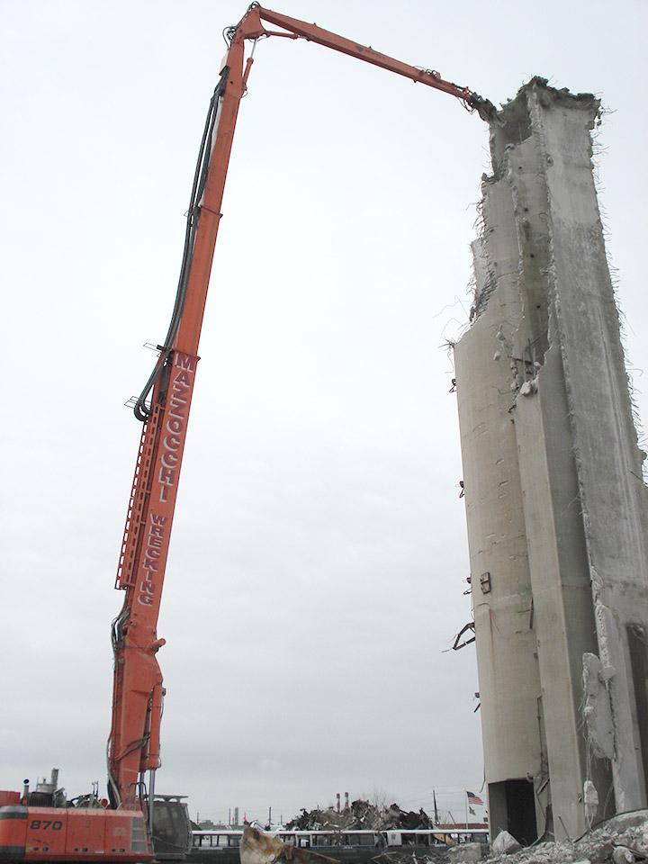 SENNEBOGEN Construction Lift Equipment
