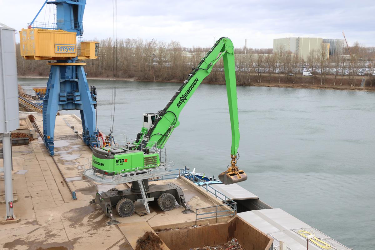 4th Generation Port Facility Adopts New Hybrid SENNEBOGEN 870 M E Series