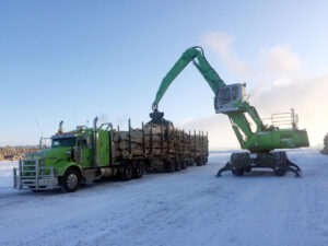 830 M-T Logging Handler loads a truck
