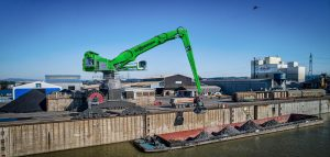 Ideally suited to handling bulk cargo up to 130 ft. (40 m) away to containers over 90 ft. (28 m) away and close-range coil handling up to weighing in at over 110,000 lbs. (49,900 kg).