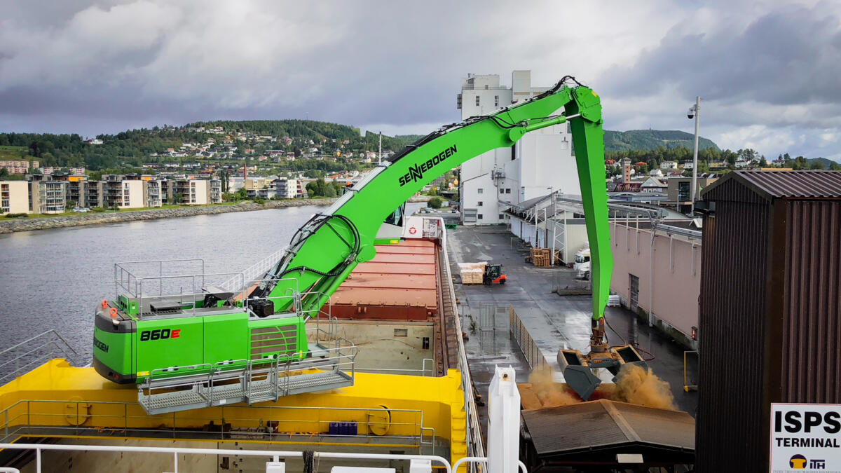 At Home At Sea And In The Ports: A SENNEBOGEN Material Handler Is Onboard