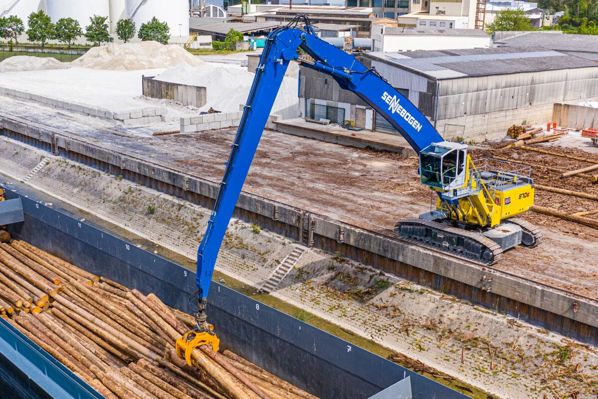 SENNEBOGEN 870 Meets All Challenges At Busy Port