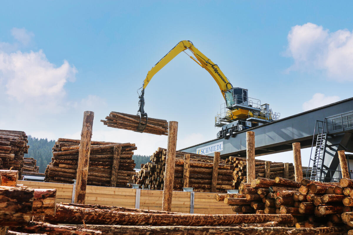 Electric SENNEBOGEN Material Handler Complements State-Of-The-Art Sawmill
