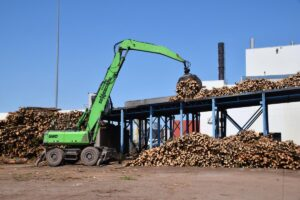 The ability to safely feed a new 22-ft high loading deck was a key factor in the decision to switch to purpose-built SENNEBOGEN log handlers.
