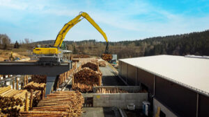 Electric material handler 835 E feeds the modern saw with logs up to 20 ft. (6 m) long
