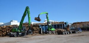 Mark Farrow credits his team of factory-trained technicians for the long life and reliability of his log-handling fleet.