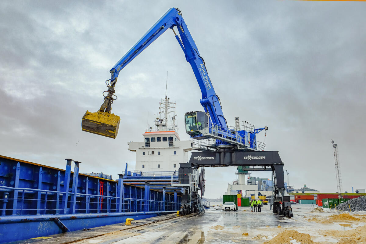 Increased Capacity Achieved When Swedish Port Orders Electrically Powered SENNEBOGEN 875 E