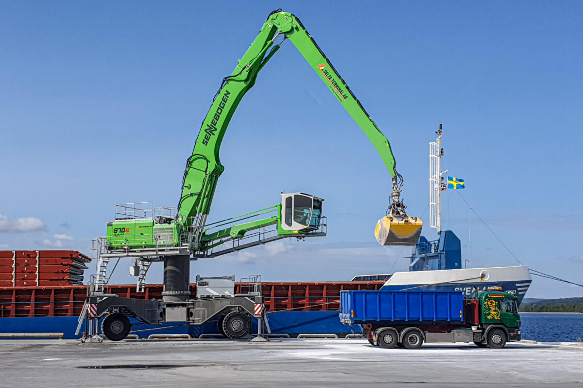 Port Logistics Simplified With A Customized SENNEBOGEN 870 E For Swedish Port Operator